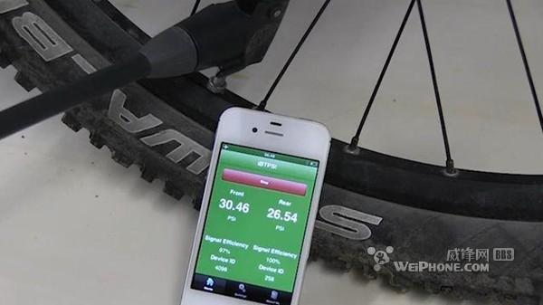 压力传感器将测量的胎压传输到智能手机上