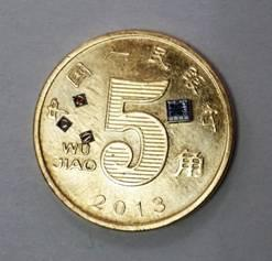 罕王微电子研发生产的米粒大小的微型传感器芯片,可用于智能空气监测系统中的对有害物质浓度量化感知