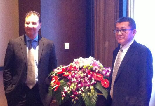 KLA-Tencor电子束产品副总裁Amir Azordegan(左)、KLA-Tencor中国区总裁张智安