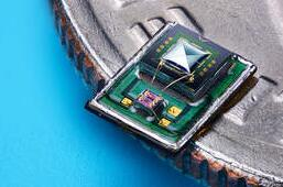 Vesper與Globalfoundries合作研發的全球首款壓電式MEMS麥克風VM1000