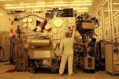 ASML EVU光刻机 问世时售价曾达1亿美元