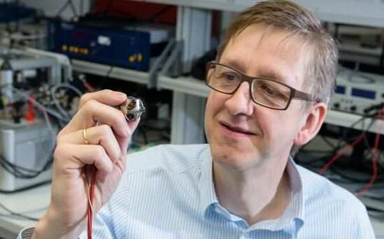 由萨尔兰大学教授Matthias Nienhaus指导的研究团队正致力于开发一种新的自动监控马达,完全不需使用传感器
