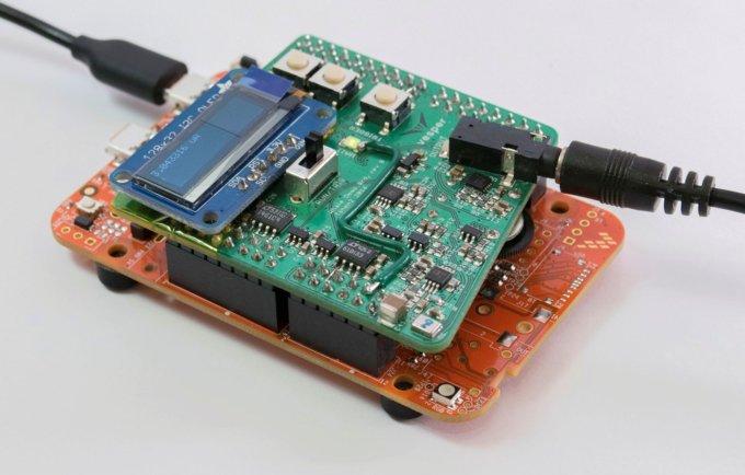 "VM1010是业内唯一一款能够靠声音唤醒的麦克风,监听模式下几乎为零的功耗,令系统能够实现永远在线(always on)的""倾听""功能"