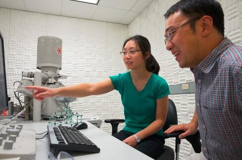 模拟号称最薄纳米线的自组装过程