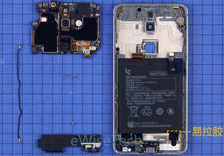 乐视S3智能手机主板背部屏蔽罩上贴有石墨片