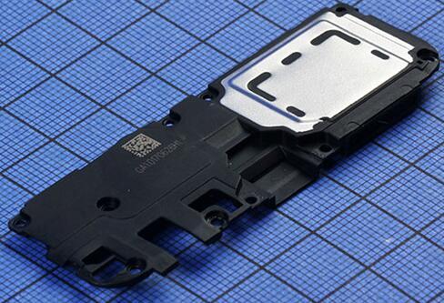 OPPO A77智能手机主板与USB接口间通过软板相连,一体扬声器模块表面有金属板加强