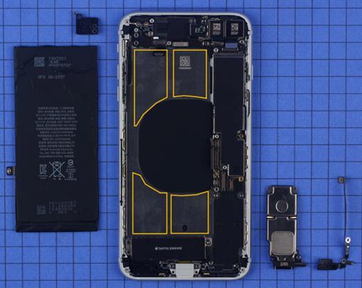 iPhone 8 Plus电池通过四条易拉胶固定