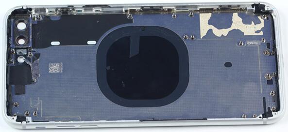 iPhone 8 Plus后壳并非全玻璃设计