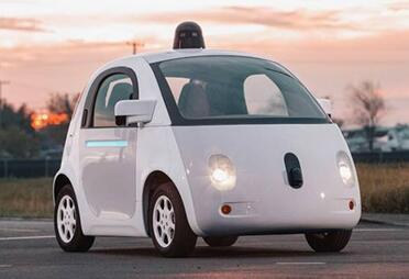 谷歌在2012年推出的无人驾驶汽车