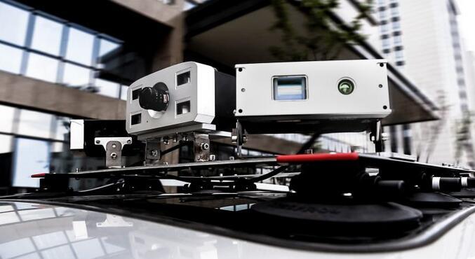 光珀智能的新型固态激光雷达安装于汽车顶部