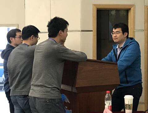 王玮教授与学员课间互动