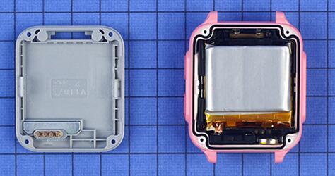 后盖与外壳之间采用螺丝和卡扣固定,拆卸较为方便。后盖为PC材质较易损坏