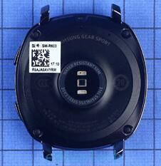 Gear Sport智能运动手表底部集成光学式心率传感器