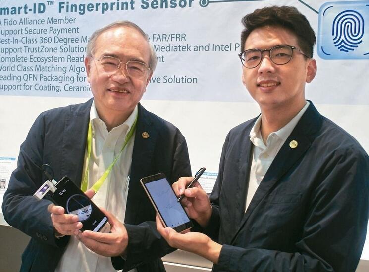 义隆董事长叶仪皓(左)与总经理特助叶宗颖父子档在CES同台展示新产品
