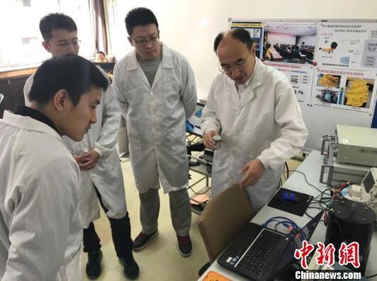 薛晨阳的团队还与多家驻晋国防企业和煤矿生产企业开展产学研合作,促进军转民的技术融合,取得了丰硕成果