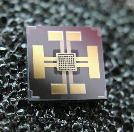具有集成电极和传感薄膜的MEMS MOS气体传感器芯片,SiN和SnO2层为透明结构