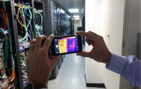 通过热成像与可视安全摄像头相结合来监控工厂内部和外部的安全