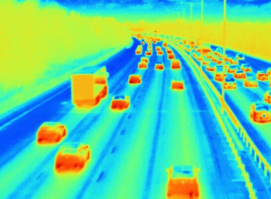 红外热像仪能够在100米开外探测低至0.1华氏度的微小温差