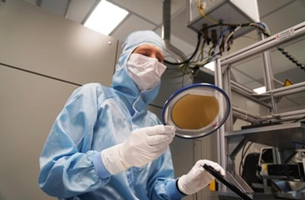3D传感超级周期推动VCSEL需求暴涨,外延晶圆代工厂IQE持续扩大产能