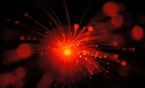 用特定晶体关联可见光与红外光,开启红外传感新视野