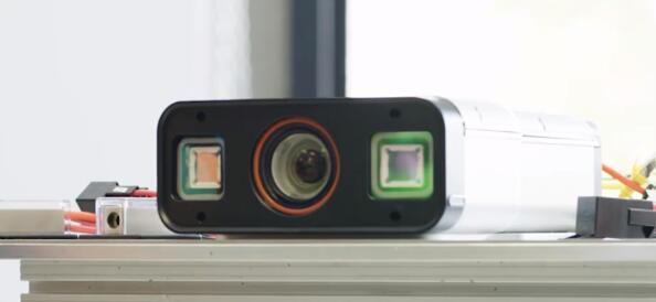 安装在车辆顶部的iDar传感系统