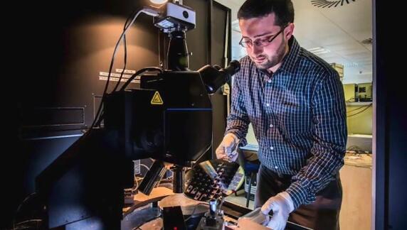 英国南安普顿大学的Abdelrahman Al-Attili设计了这款新的微型齿轮,并开发了用锗制造微型齿轮的方法