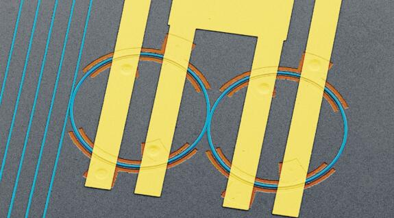上图展示了一种新的集成光子学平台,可以在集成电路中存储光,并对其频率(或颜色)进行电控制