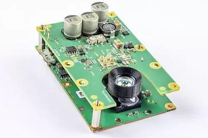 Lumileds和Melexis的工程设计团队开发的评估套件,可以在高达40MHz的高频运行LUXEON红外LED,以支持850nm和940nm、范围为3米的飞行时间应用。