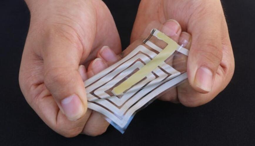 弹性传感器可粘附在皮肤上,追踪佩戴者生命体征