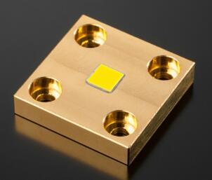 肖特的新型静态荧光陶瓷转换器可在创新激光光源中实现高辐照度和高亮度,创新激光光源应用包括:数字激光投影仪、探照灯、医疗照明(如内窥镜)、生命科学或舞台照明等