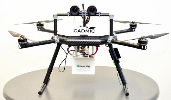 配有立体摄像头的无人机,其小白框内装有嵌入式系统