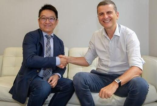 ADE的首席执行官Jeffrey Chew(左)和Lynred的董事长Jean-François Delepau(右)