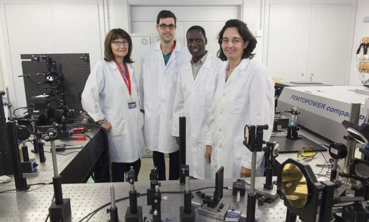 西班牙海梅一世大学光学研究小组成员