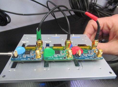 安森美半导体、Ambarella和Eyeris演示了使用三个RGB-IR摄像头的新型车厢内监控系统