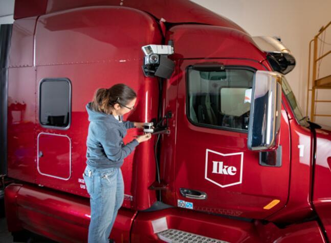 Ouster OS1激光雷达安装在Ike自动驾驶卡车原型车上