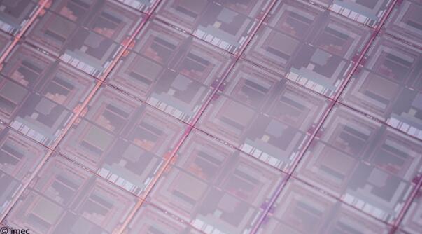 可以捕捉SWIR光谱的图像传感器晶圆
