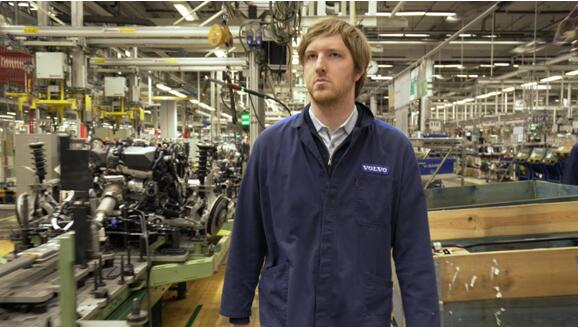 Luminar创始人兼首席执行官Austin Russell在沃尔沃位于瑞典哥德堡的汽车制造工厂