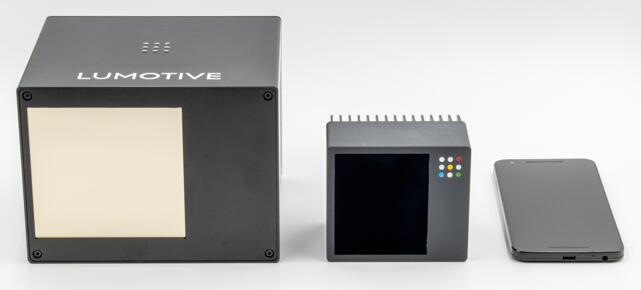 Lumotive激光雷达原型X10(左一),首款量产激光雷达X20(中)