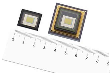 IMX990短波红外图像传感器,左图为陶瓷LGA封装,右图为陶瓷PGA封装