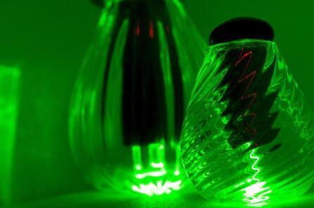 艺术家Karen Cunningham用玻璃和金刚石制造的光学容器,皇家墨尔本理工大学项目的灵感之一