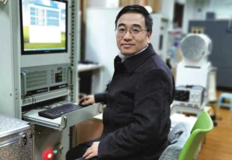 刘宇在实验室潜心钻研