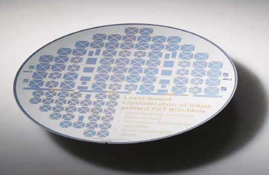 通过喷墨印刷将技术结构及几何形状印刷到晶圆上,再利用激光结晶实现功能化,然后将各个MEMS扬声器元件分离并集成到电子系统中