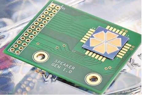 研究团队制造的低成本六边形微型压电MEMS扬声器,证明采用喷墨印刷和激光结晶技术可以在几秒钟内高效生产压电MEMS执行器