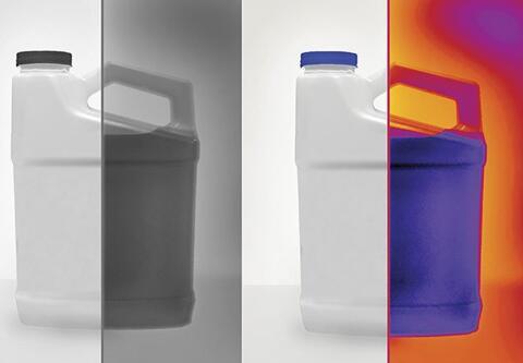 通常不透明的塑料包装在短波红外(SWIR)的透射率比在可见光范围更高,因此SWIR相机能够轻松探测出塑料桶中对SWIR光波低透射率甚至强吸收率的物质。