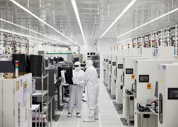 自2017年以来,苹果一直与II-VI在美国得克萨斯州谢尔曼的工厂合作,生产iPhone所用的VCSEL。