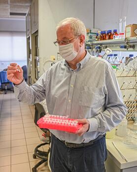 Ramón Martínez Máñez,瓦伦西亚理工大学教授,生物工程、生物材料和纳米医学网络生物医学研究中心科学主任