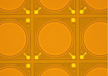 显微镜下的通用微MEMS麦克风芯片实物