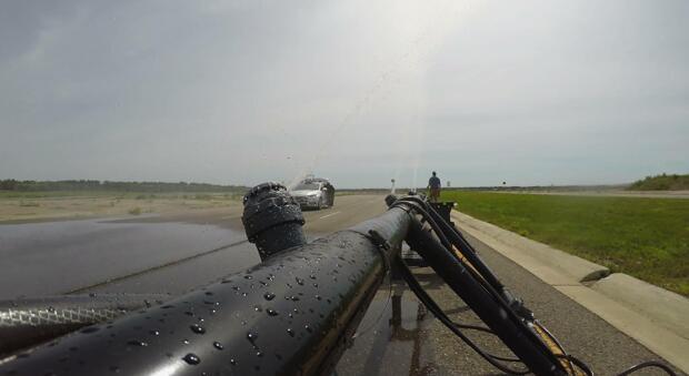 AEye激光雷达位于挡风玻璃后方,并在模拟雨天中完成了测试