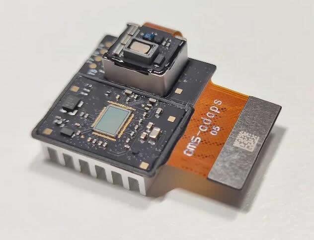 搭载灵眀光子dToF单光子成像传感器ADS3003的3D成像模组,该模组由灵眀光子与欧菲微电子联合研制开发