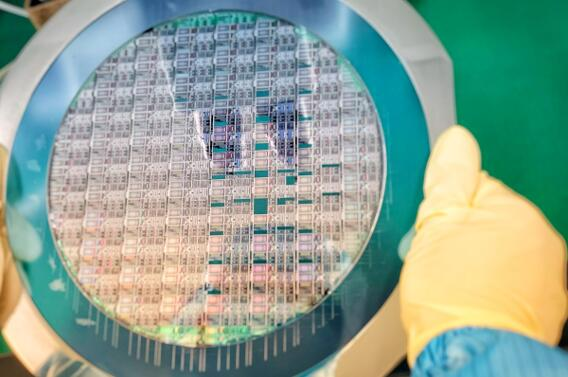 洛微科技第二代FMCW SoC晶圆